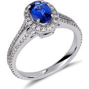 Δαχτυλίδι από λευκό χρυσό 18 καρατίων με μπλε ζαφείρι στο κέντρο και διαμάντια περιμετρικά και στην γάμπα. KV16242
